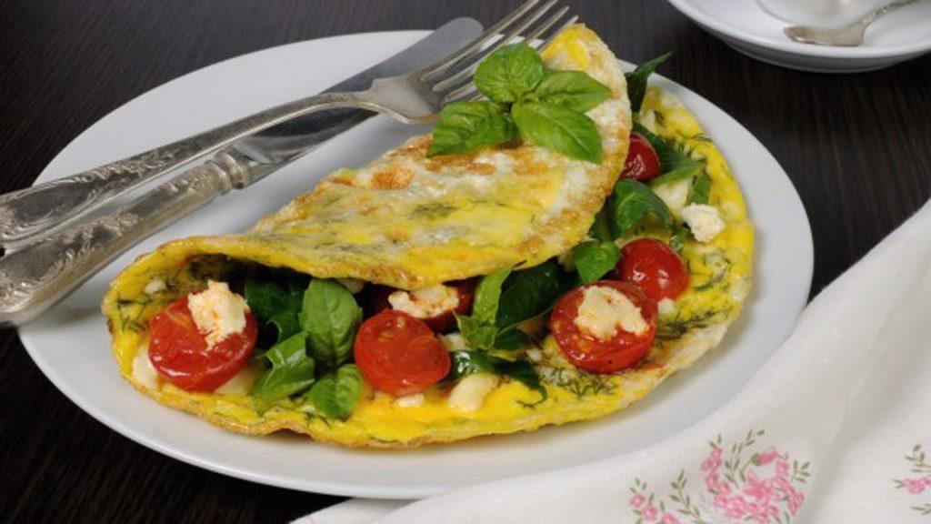 Полезный и здоровый завтрак, омлет на завтрак