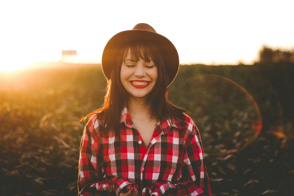 Как подобрать идеальную красную помаду под цвет волос и цвет кожи лица